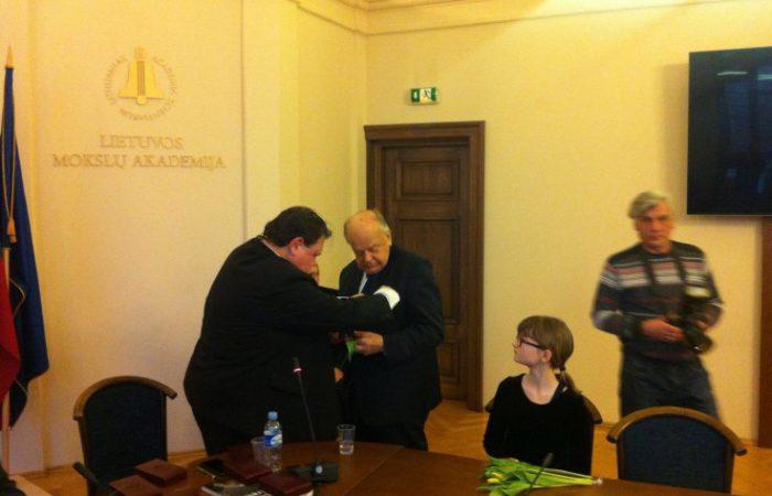 Литва наградила Станислава Шушкевича медалью