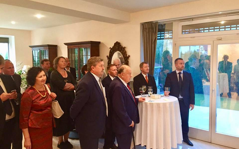 Замгоссекретаря США провел встречу с лидером партии БСДГ Сергеем Черечнем и Станиславом Шушкевичем